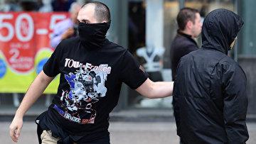 Российские болельщики на одной из улиц Французского города Лилль