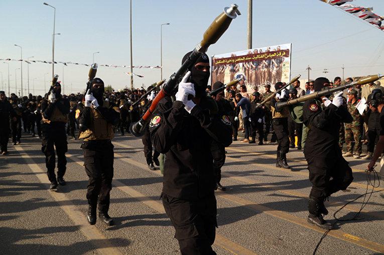 Боевое отделение шиитского ополчения «Аббас» во время парада в Басре