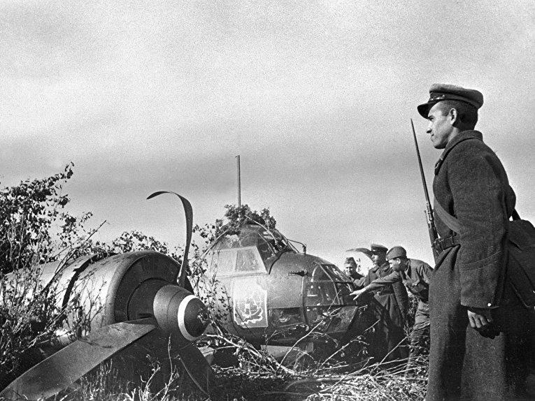 Сбитый немецкий самолет