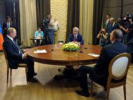 Президент РФ Владимир Путин во время трехсторонней встречи с президентом Армении Сержем Саргсяном и президентом Азербайджана Ильхамом Алиевым