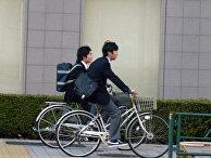 Японские школьники едут на занятия