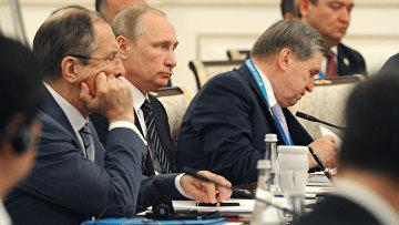 Президент РФ Владимир Путин во время заседания в Ташкенте Совета глав государств-членов ШОС