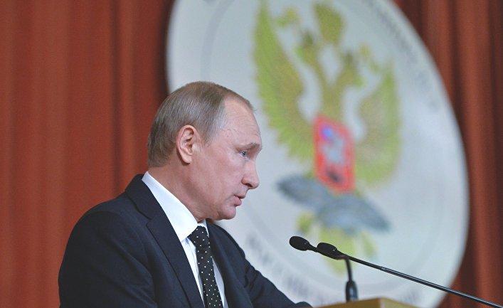 Президент России Владимир Путин выступает в МИД РФ на совещании послов и постоянных представителей РФ в иностранных государствах. 30 июня 2016