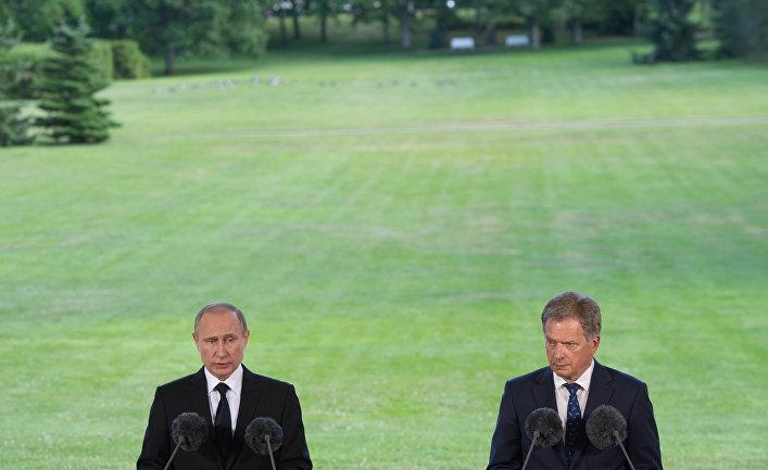 Президент РФ Владимир Путин и президент Финляндской Республики Саули Ниинистё во время совместной пресс-конференции по итогам встречи в Наантали