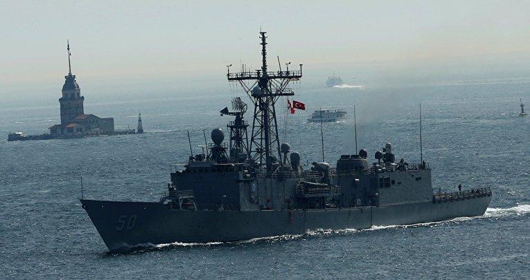 Ракетный фрегат ВМС США Taylor на пути в Черное море
