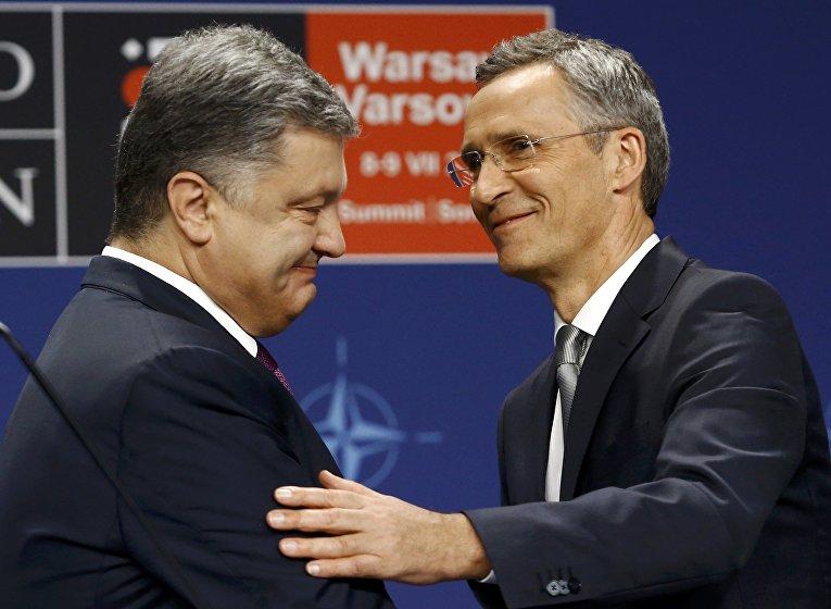 Генеральный секретарь НАТО Йенс Столтенберг и президент Украины Петр Порошенко на совместной пресс-конференции