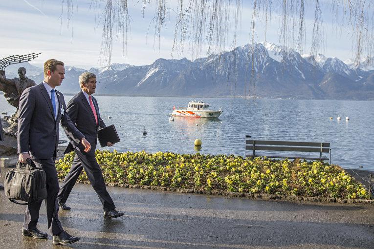 Госсекретарь США Джон Керри перед встречей с министром иностранных дел Ирана Мохаммадом Джавад Зарифом