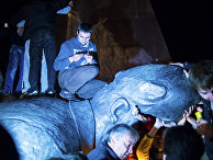 Снесенный памятник Ленину в центре Харькова