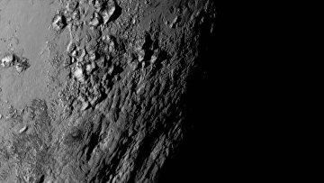 Поверхность Плутона, сфотографированная камерой LORRI