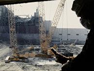 Замеры уровня радиации с вертолета возле Чернобыльской атомной электростанции после аварии