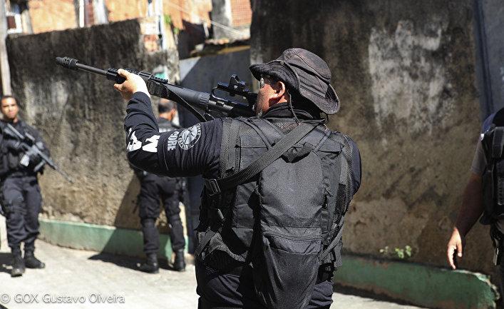 Полицейские рейды в фавелах в Рио-де-Жанейро, Бразилия