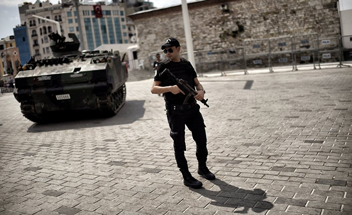 Полиция и военная техника в Стамбуле