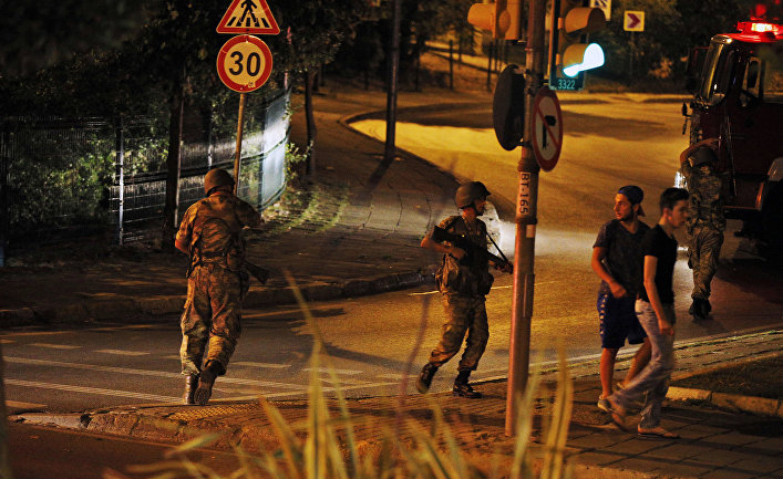 Турецкие солдаты в азиатской части Стамбула