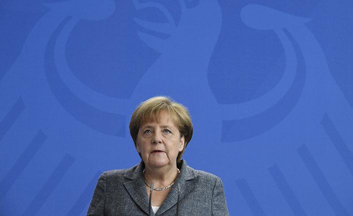 Канцлер Германии Ангела Меркель делает заявление