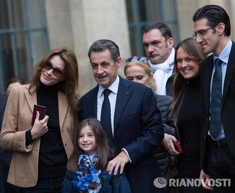 Лидер партии «Республиканцы» Николя Саркози с супругой Карлой Бруни