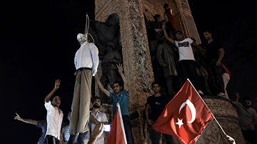 Митинг сторонников президента Турции Тайипа Эрдогана на площади Таксим