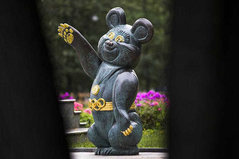 Памятник талисману Московской олимпиады 1980 года в Москве