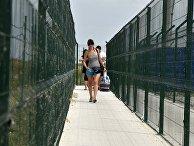 Люди на пункте пропуска «Джанкой» на границе России и Украины