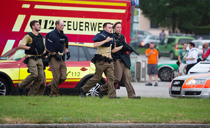 Полиция на месте стрельбы в торговом центре Мюнхена