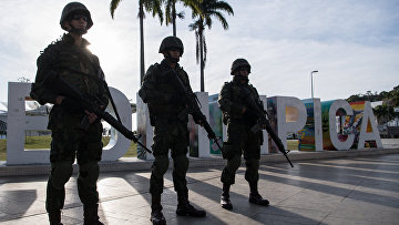 Морпехи на площади Мауа в центре Рио-де-Жанейро