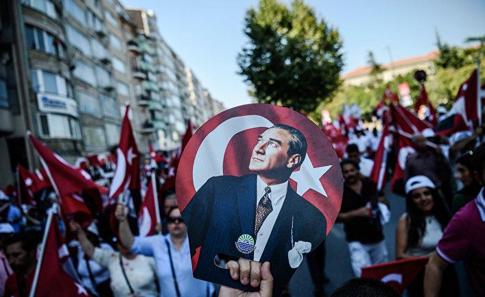 Портрет Мустафы Кемаля Ататюрка на демонстрации в Стамбуле