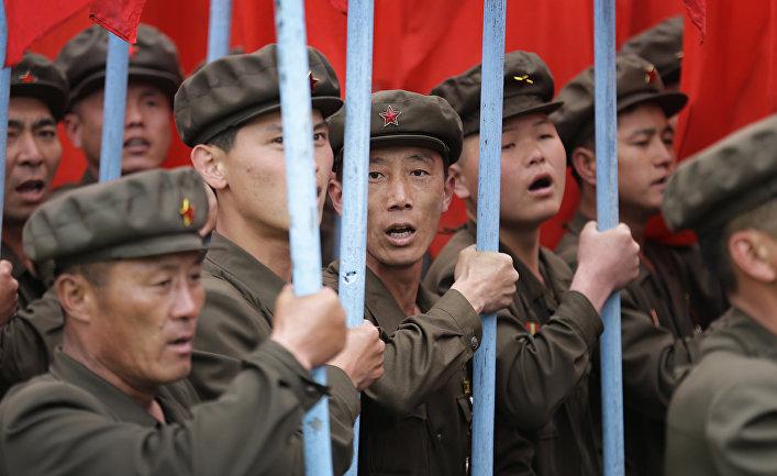 Парад на площади Ким Ир Сена в Пхеньяне