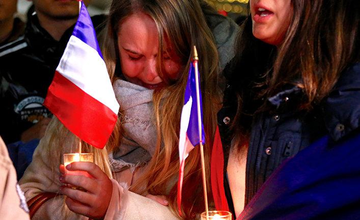 Люди скорбят по жертвам теракта в Ницце. Сидней, Австралия