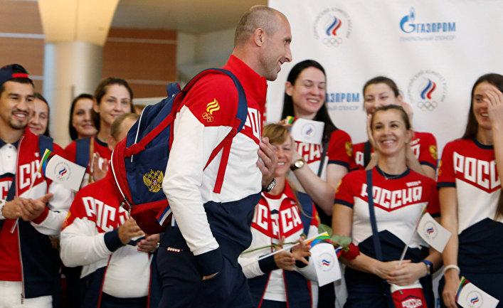 Церемония прощания перед отъездом в международном аэропорту Шереметьево