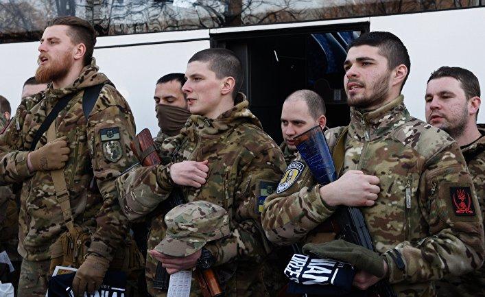Украинские силовики перед отправкой на юго-восток Украины