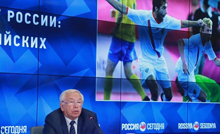 Президент Паралимпийского комитета России Владимир Лукин на мультимедийной пресс-конференции по итогам решения Международного паралимпийского комитета. 8 августа 2016