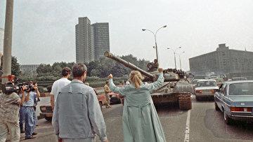 Москвичи протестуют против введения военной техники