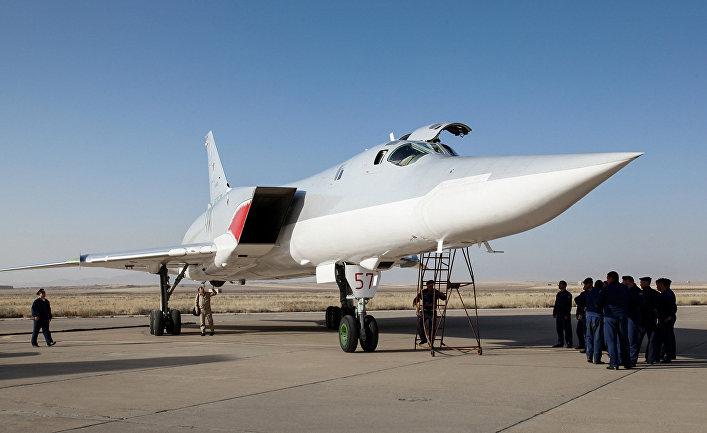 Дальний сверхзвуковой бомбардировщик-ракетоносец Ту-22 М3 на авиабазе Хамадан в Иране. Август 2016