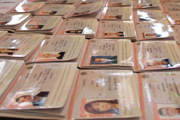 Первые российские паспорта выдали в Керчи