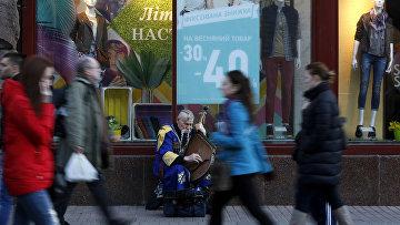 Уличный музыкант в центре Киева