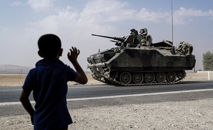 Турецкие танки направляются к сирийской границе
