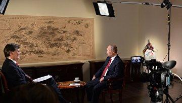 """Владимир Путин во время интервью информационному агентству """"Блумберг"""" во Владивостоке. 2 сентября 2016"""