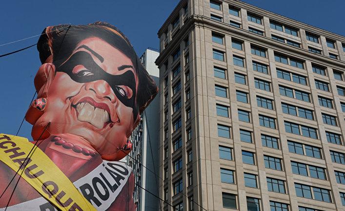 Воздушный шар с изображением Дилмы Руссефф во время акции протеста