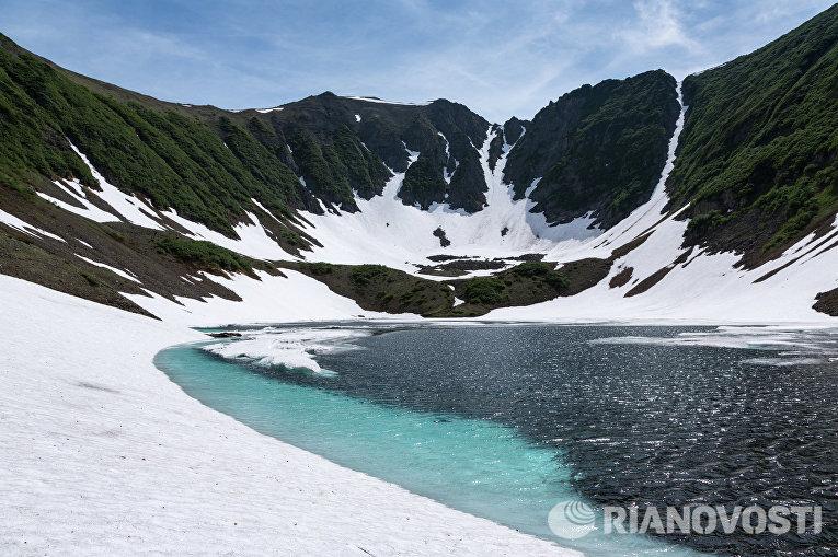 Вид на Голубые озера на Камчатке
