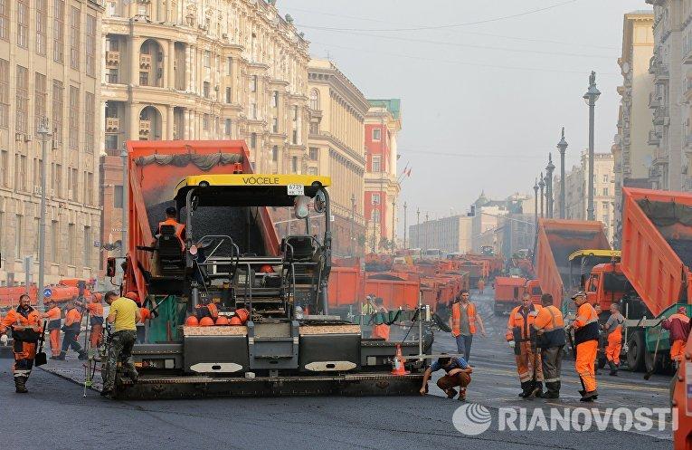 Укладка асфальта на Тверской улице