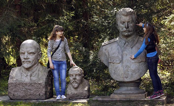 Статуи Владимира Ленина, Феликса Дзержинского и Иосифа Сталина в парке Грутас в Друскининкае