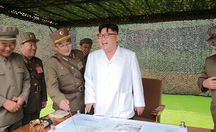 Лидер КНДР Ким Чен Ын на военном полигоне