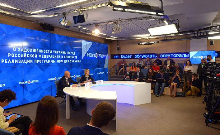 Министр финансов РФ Антон Силуанов во время брифинга «О задолженности Украины перед Российской Федерацией в контексте реализации программы МВФ для Украины»