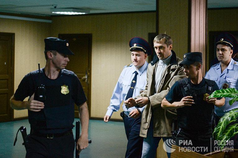 В Пресненском суде Москвы рассматривается ходатайство следствия об аресте Дмитрия Захарченко