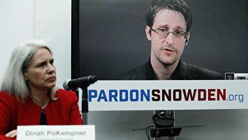Экс-сотрудник американских спецслужб Эдвард Сноуден во время интерактивной видеоконференции