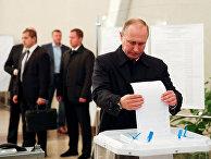 Президент РФ Владимир Путин на избирательном участке № 2151