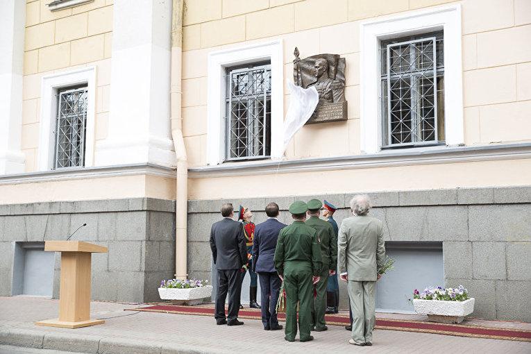 Памятная доска в честь финского маршала Карла Густава Маннергейма в Санкт-Петербурге