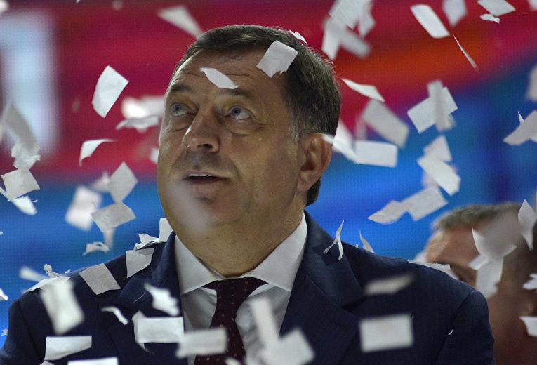 Президент Республики Сербской Милорад Додик во время предвыборного митинга в Баня-Луке в 2014 году