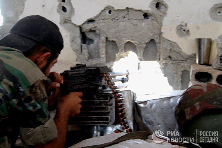 Боец сирийской армии на позиции