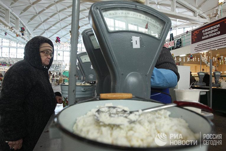 Работа сельскохозяйственного рынка в Великом Новгороде
