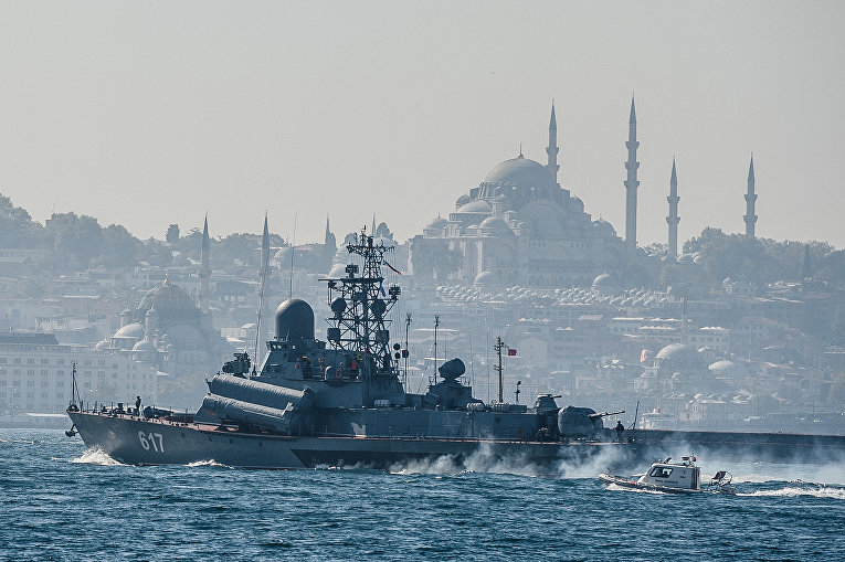 Российский малый ракетный корабль «Мираж» на пути в Сирию